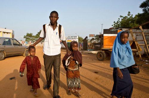 Article : Chez les réfugiés urbains de Douala : la fièvre de la rentrée scolaire hante les familles